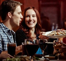 Couple-at-luunch