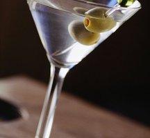 Bartender-cocktail-glass