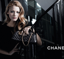 Chanel-model-handbag