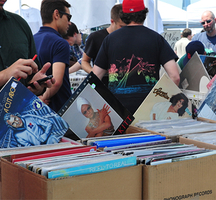 Brooklyn_flea_record_fair