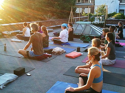 Outdoor yoga nyc meatpacking