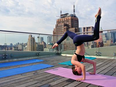 Wanderlust Yoga Free Rooftop Class Samsung 837 Yoga Pulsd Nyc