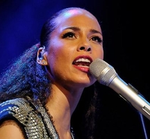 Alicia-keys-singing