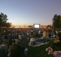 4.-outdoor-cinema-socrates-sculpture-park-768x512