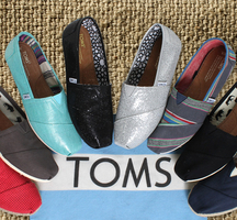 Toms_shoes_sample_sale_nyc