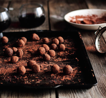 Chocolate_show_truffles_wine