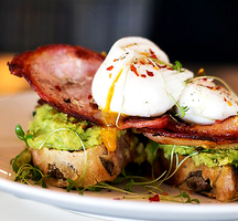 Avocado_toast_brunch_bacon