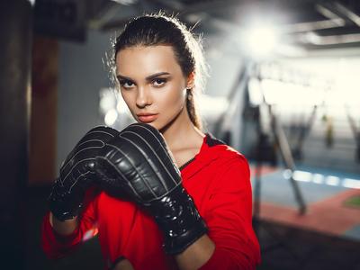 Ilovekickboxing punches woman