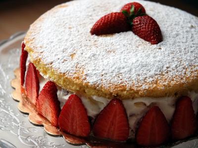 Strawberry genoise dele