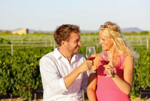 Nywe couple vineyard love