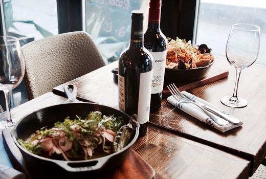 Villa cemita restaurant table