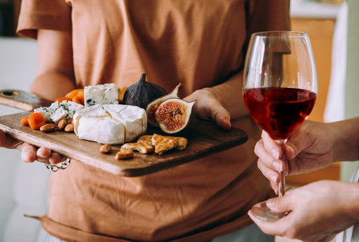 Wineo serve wine fruit