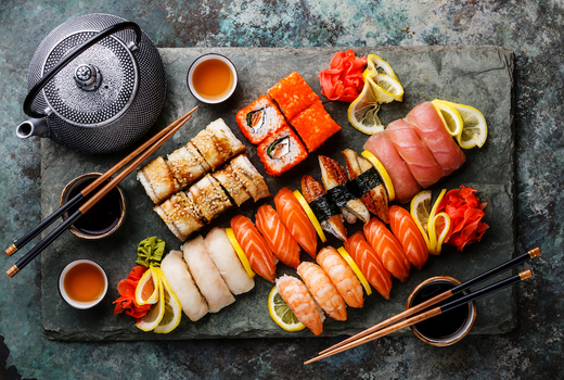 Okinii sushi platter rolls