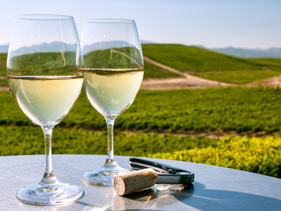Hamptons liner white wine
