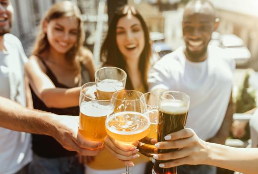 Pig island 2019 cheers drinks