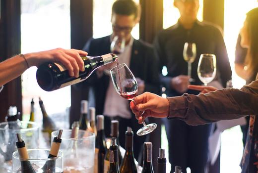 Ny wine fest sun pour