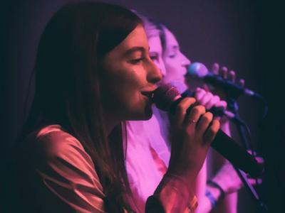 Babe sila singing