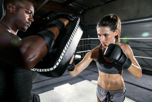 Bout boxing woman coach train