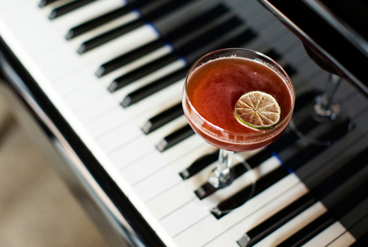Dueling drink piano