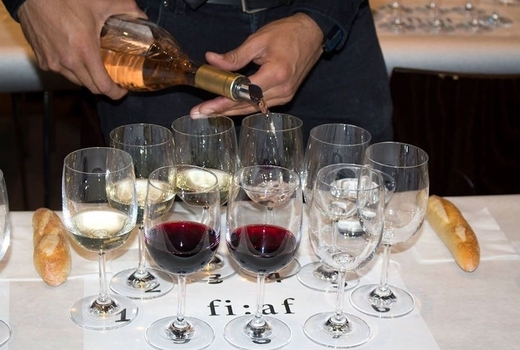 Fiaf southwest france wine pour