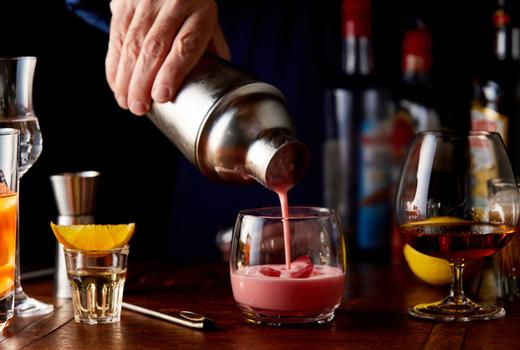 Rochard bartender pouring cocktail