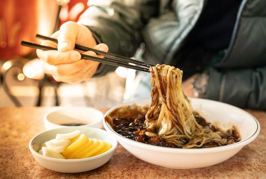 Tada noodles chopsticks